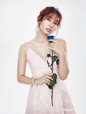 PARK SHIN HYE modelle SWAROVSKI JEWELRY FOR MARCH MARIE CLAIRE