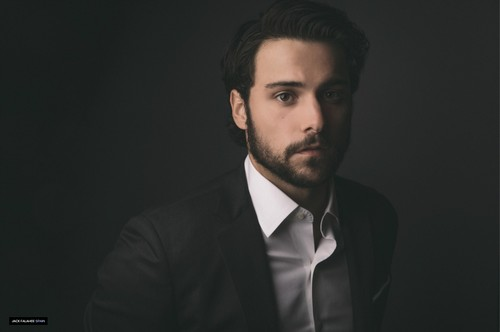 http://images6.fanpop.com/image/photos/40200000/Portraits-by-Alejandro-Ibarra-jack-falahee-40208418-500-332.jpg