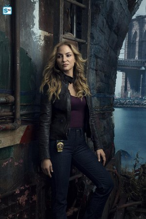 Shades of Blue - Season 2 Cast Portrait - Drea de Matteo