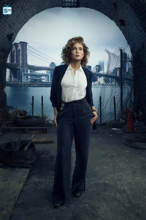 Shades of Blue - Season 2 Cast Portrait - Jennifer Lopez