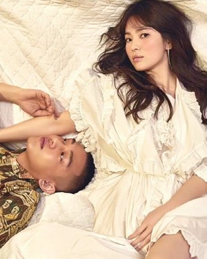 Song Hye Kyo and Yoo Ah In decorate the cover of 'W'