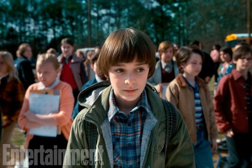 Stranger Things 壁紙 titled Stranger Things Season 2 First Look