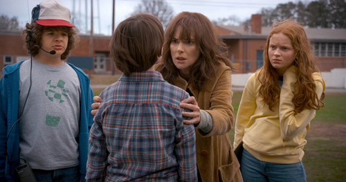 Stranger Things Hintergrund titled Stranger Things Season 2 First Look