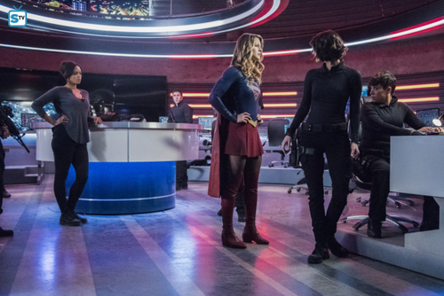 ... supergirl season 2 2.11 the martian chronicles promotional pictures