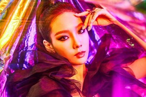 Taeyeon reveals teaser تصاویر for 'I Got Love'