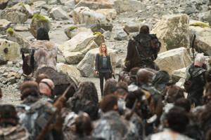 """The 100 """"The Tinder Box"""" (4x05) promotional picture"""