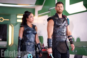 Thor: Ragnarok - Exclusive First Look चित्रो