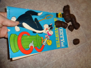 Tweety and Sylvester issue 24 Golden Key cleaning dog feces