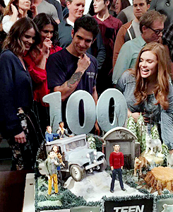 Shelley Hennig fondo de pantalla called celebrates wrapping the mostrar and reaching their 100th episode