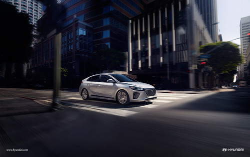 Hyundai Ioniq Hybrid wallpaper called 2017 Hyundai Ioniq with Hybrid Limited in Symphony Air Silver