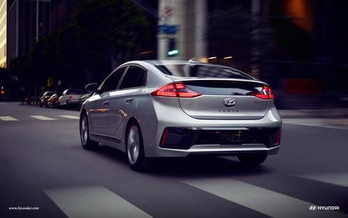 Hyundai Ioniq Hybrid wallpaper titled 2017 Hyundai Ioniq with Hybrid Limited in Symphony Air Silver