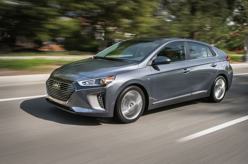 Hyundai Ioniq Hybrid wallpaper titled 2017 Hyundai Ioniq Hybrid front three quarter in motion