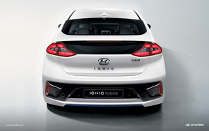 2017 Hyundai Ioniq Hybrid in Ceramic White with Led Tailights