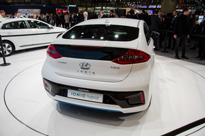 Hyundai Ioniq Hybrid rear three quarters
