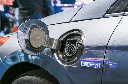 Hyundai Ioniq Plug-In Hybrid PHEV wallpaper titled 2017 Hyundai Ioniq Plug In Hybrid charging port