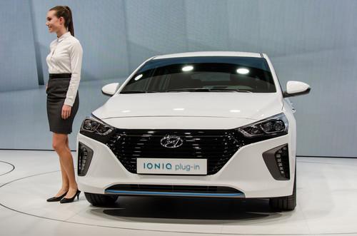 Hyundai Ioniq Plug-In Hybrid PHEV wallpaper titled Hyundai Ioniq Plug In front end