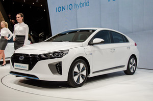 Hyundai Ioniq Plug In front three quarters