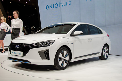 Hyundai Ioniq Plug-In Hybrid PHEV wallpaper entitled Hyundai Ioniq Plug In front three quarters