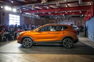 2017 Nissan Rogue Sport side 1