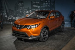 2017 nissan rogue sport front three quarter