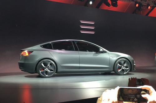 Tesla Model 3 wallpaper entitled Tesla model 3 live gray side view
