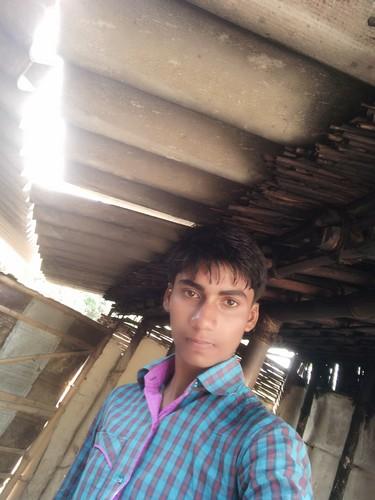 divya bharti achtergrond called vijendra yadav