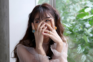 Behind the foto's of Jeong EunJi for 'Space' Album jas