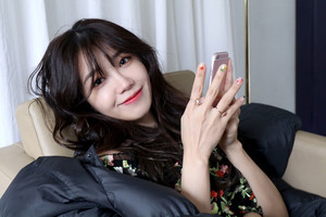 Behind the foto of Jeong EunJi for 'Space' Album giacca