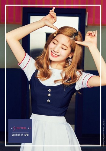 Twice (JYP Ent) achtergrond entitled Dahyun's teaser image for 'Signal'