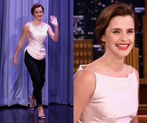 Emma Watson on The Tonight hiển thị starring Jimmy Fallon