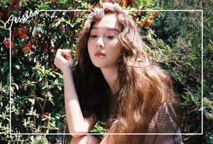Jessica drops surprise teaser image for her new spring single!