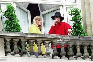 Michael And секунда Wife, Debbie Rowe