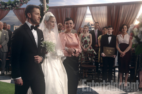 Once Upon A Time fond d'écran entitled Once Upon a Time: First look at Emma's wedding dress in musical episode