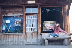 voorbeeld foto's of Twice TV5 in Switzerland