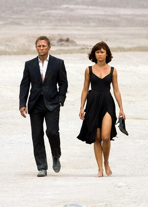 Quantum of solace - Bond and Camille desert scene.
