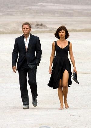 Quantum of solace - Bond and Camille desert scene.