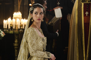 "Reign ""Pulling Strings"" (4x09) promotional picture"