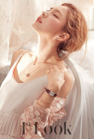 Shin Se Kyung shows off Rosemont jewelry for '1st Look'