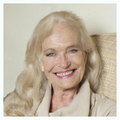 Shirley Eaton - james-bond photo