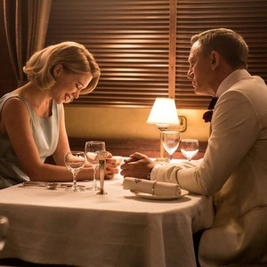Spectre - Madeleine and Bond 晚餐 scene.