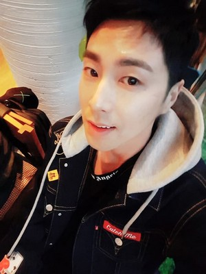 TVXQ's Yunho Shares Series Of Selfies Of Himself Enjoying Freedom After Military Discharge