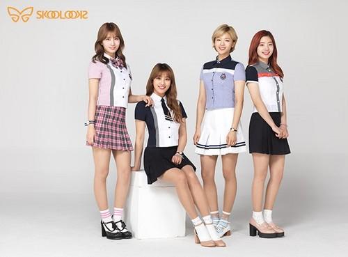 Twice (JYP Ent) achtergrond called TWICE - Skoolooks 2017 Summer Uniform CF