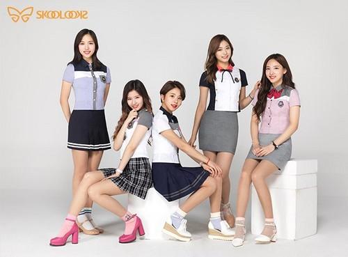 Twice (JYP Ent) দেওয়ালপত্র titled TWICE - Skoolooks 2017 Summer Uniform CF