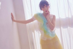 Taeyeon teaser images for 'Make Me l'amour You'