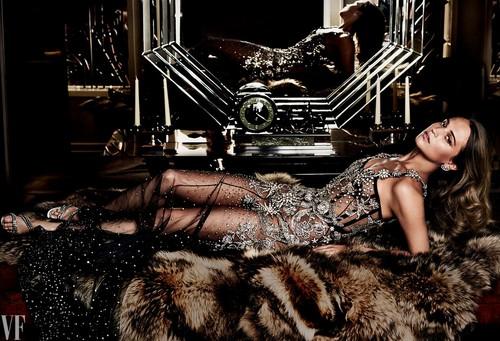 Alicia Vikander দেওয়ালপত্র entitled The Cover Shoot: Alicia Vikander in Wonderland