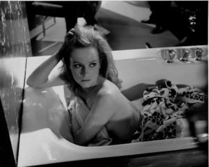 luciana paluzzi / Fiona Volpe ( Thunderball Bath scene )