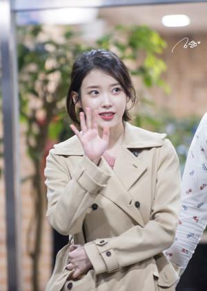 170425 IU After Yoo Hee Yeol Sketchbook Recording