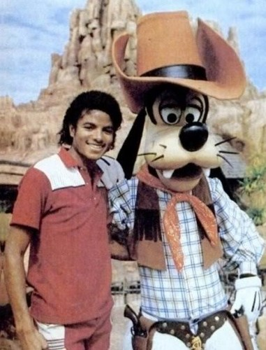 Michael Jackson wallpaper titled Michael And Goofy