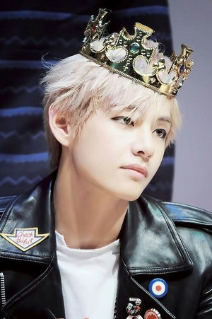 Bangtan Boys V crown