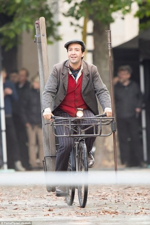 Lin-Manuel Miranda - Mary Poppins Returns - Jack the lamplighter - behind the scenes